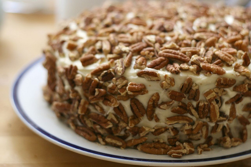 carrot cake pecans cream cheese frosting