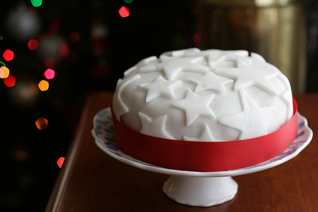 Cake Recipe For Icing With Fondant: Decorating Your Christmas Cake With Fondant Icing