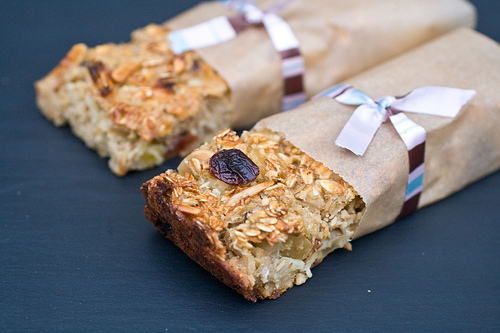 Fruit and Oatmeal Breakfast Bars - Morning on the Go •The Domestic ...
